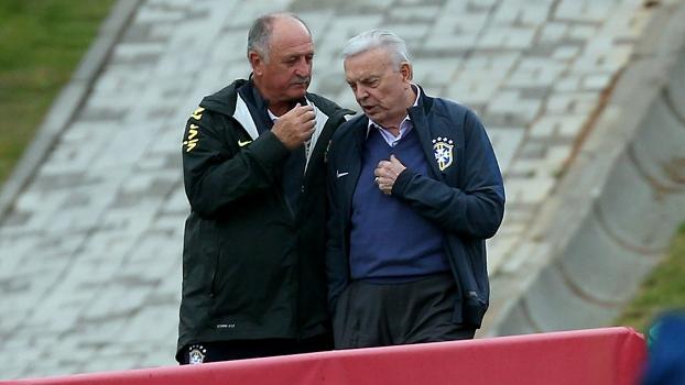 Marin e Felipão conversaram durante cinco minutos antes do treino da seleção