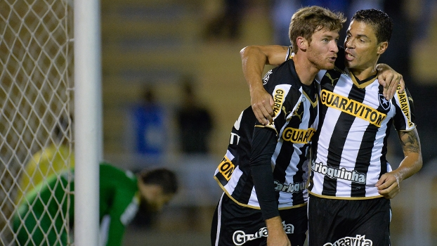 Bolatti marcou no começo e garantiu a vitória do Botafogo sobre o Coritiba neste sábado, em Volta Redonda