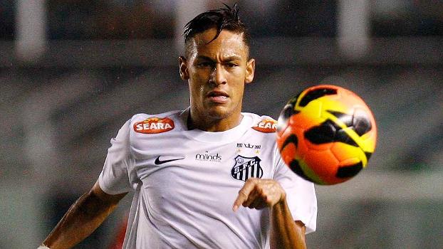 Neymar tenta dominar a bola no empate contra o Joinville, que classificou o Santos para a terceira fase da Copa do Brasil