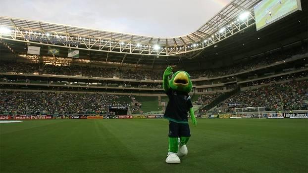 Mascote do Palmeiras se exibe no Allianz Parque, antes do jogo com o Capivariano