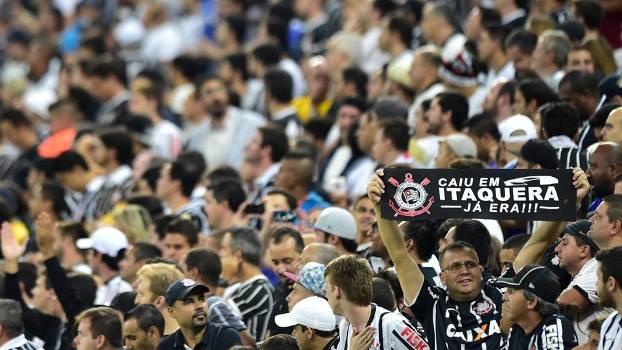 Torcedores do Corinthians durante o clássico na Arena