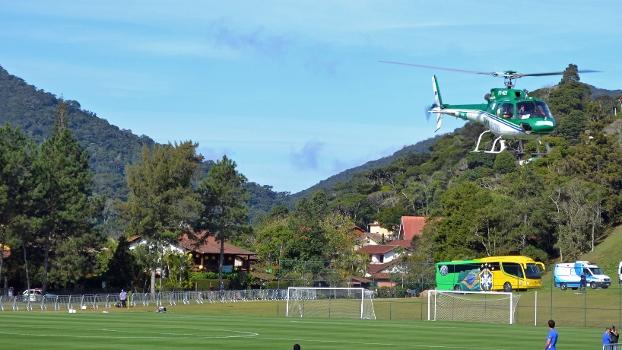Helicóptero com Neymar decolou de um dos campos da Granja às 13h57 deste sábado