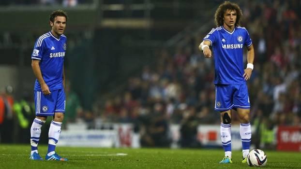 Mata e David Luiz foram os mais caros que o Chelsea negociou nas duas últimas temporadas