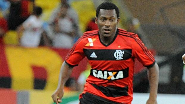 De saída do Flamengo, Amaral é o novo reforço do Vitória