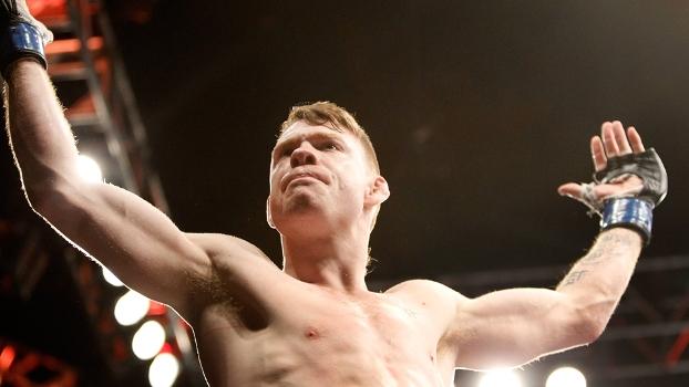 Paul Felder comemora vitória no UFC 182: ele levou bônus de performance