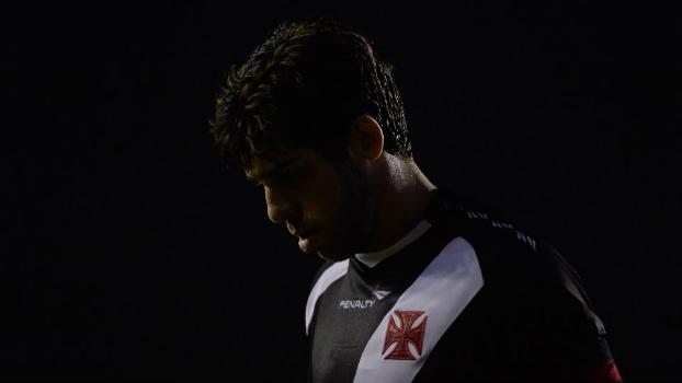 Juninho perdeu um pênalti ainda no primeiro tempo do empate em 1 a 1 com a Ponte Preta, em São Januário
