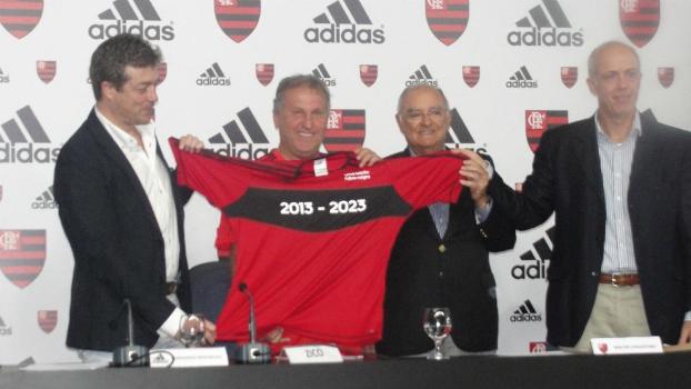 Flamengo lança camisa da Adidas com ZIco