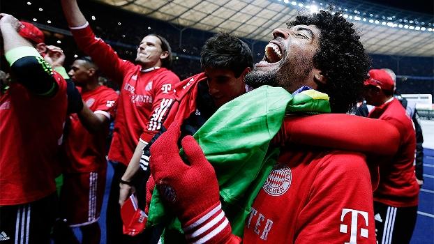 Dante comemora título da Bundesliga