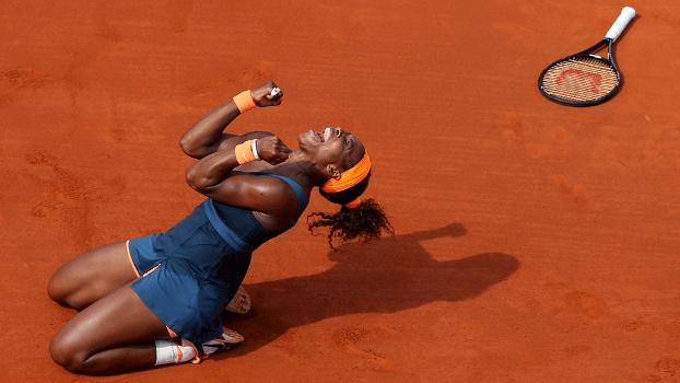 Serena Williams celebra conquista em Roland Garros