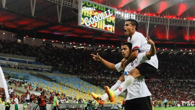 Dellatorre e Everton comemoram mais um gol do Atlético-PR no Maracanã 25b2213ef7eaa