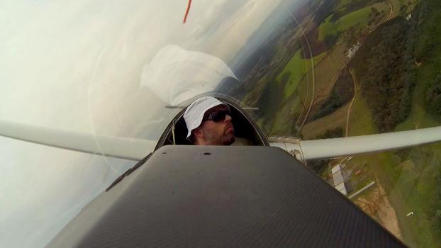 Gugui purnhagen em seu planador