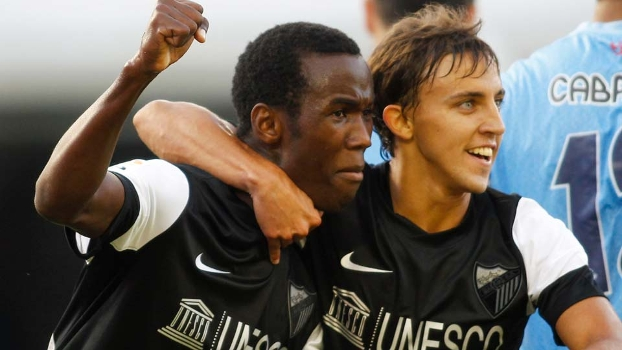 Fabrice Olinga celebra o gol histórico da vitória do Málaga sobre o Celta