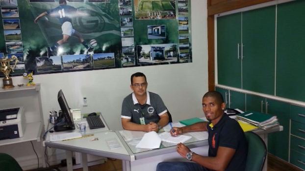 Experiente jogador assinou contrato de empréstimo nesta sexta-feira