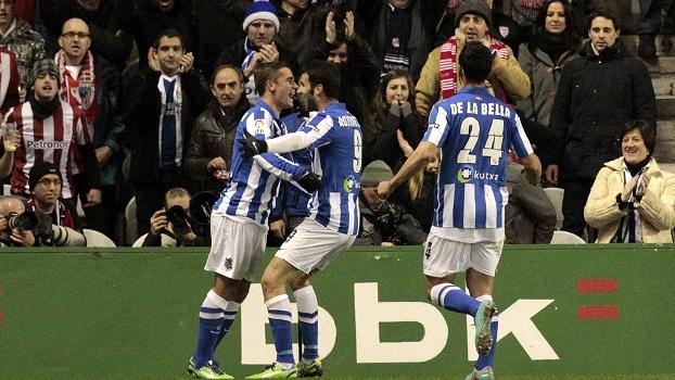 Real Sociedad estragou a festa da torcida, ganhou fácil do Athletic Bilbao e afundou o rival