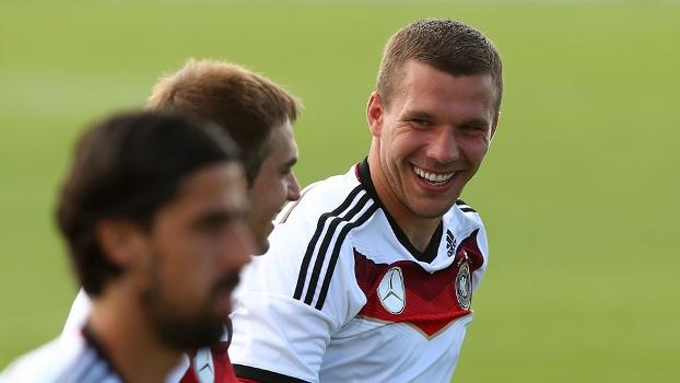 Podolski quer homenagear Schumacher, que está em coma desde o fim de dezembro