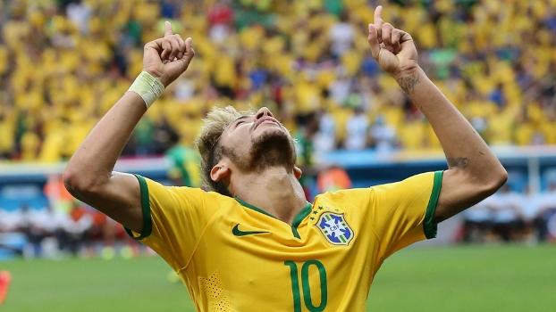 Neymar comemora contra Camarões: dois gols e decisivo no jogo que classificou o Brasil