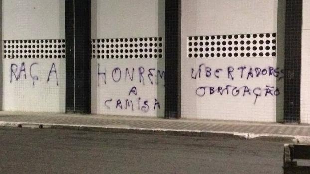 Santos Muro Vila Belmiro Pichado 12/09/2014