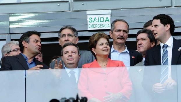 Presidenta Dilma Rousseff e o adversário Aécio Neves na reabertura do Mineirão