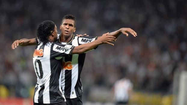 Jô marcou o primeiro gol do Atlético-MG no começo do segundo tempo