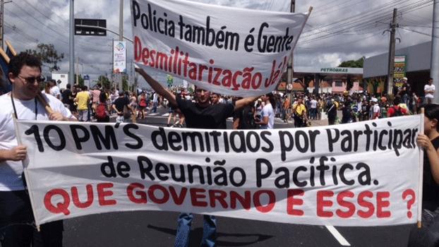 Polícia também participa do protesto em Fortaleza