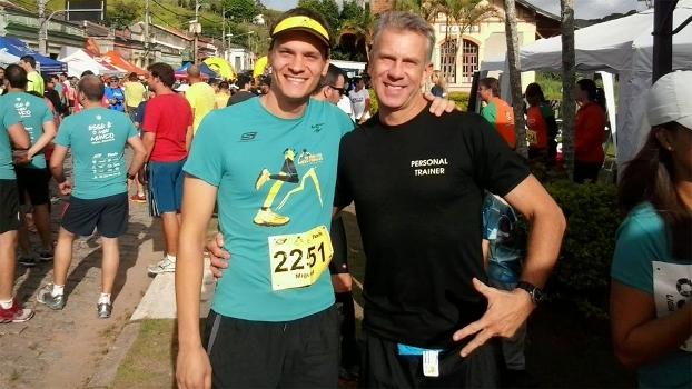 Gunther Schweitzer, do lado direito, é na verdade personal trainer