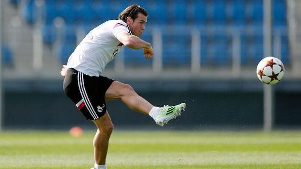 Gareth Bale voltou aos treinos do Real Madrid um dia após vitória sobre o Granada
