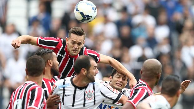 Rafael Toloi afasta para o São Paulo no clássico com o Corinthians