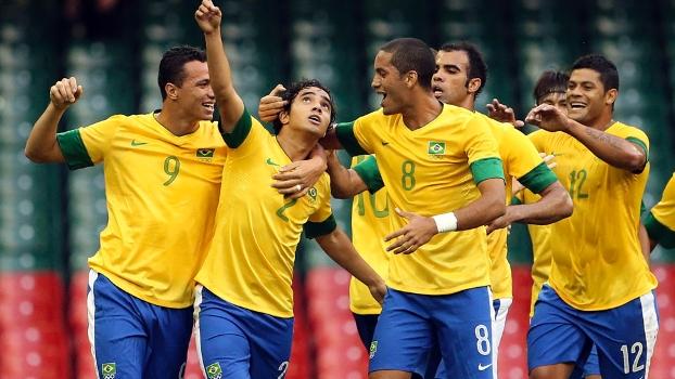 Seleção brasileira comemora o 3 a 0 sobre o Egito ainda no primeiro tempo
