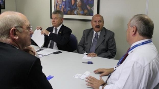 Os representantes do Joinville se encontraram com o diretor de marketing da Caixa