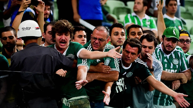 Torcedores se revoltam com a derrota do Palmeiras nesta quarta