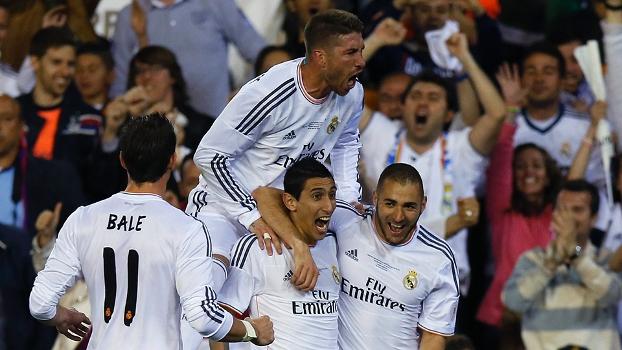 Real Madrid comemora gol no clássico contra o Barcelona