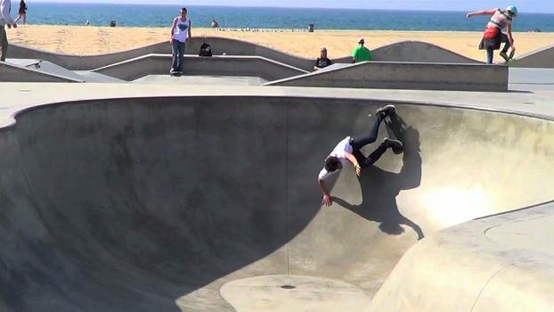Guga Arruda testando pista em Venice Beach