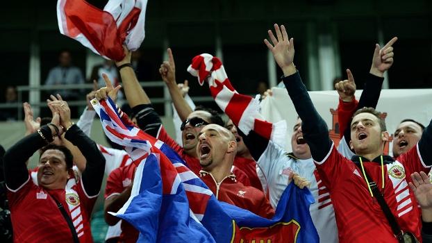 be1e3a221578a Torcedores de Gibraltar fazem a festa durante a primeira partida da seleção  do território