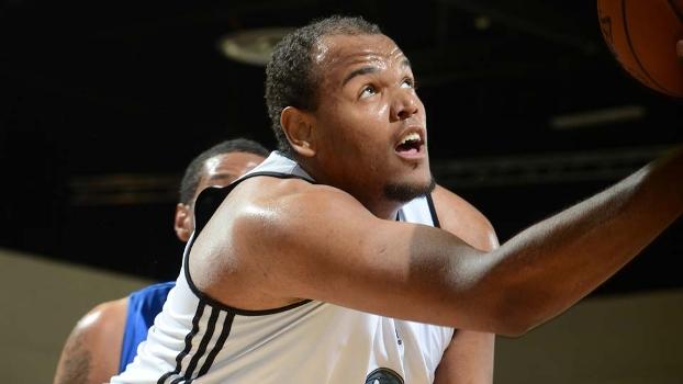 Paulão Prestes pertence aos Timberwolves, mas ainda não atuará na NBA