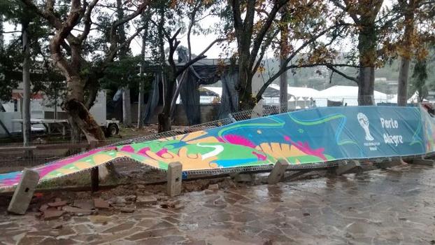 Grades do entorno do Beira-Rio caíram com a força dos ventos