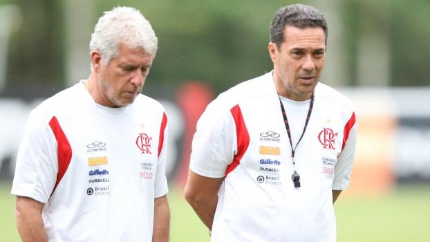 Antônio Mello e Vanderlei Luxemburgo em treino do Flamengo no Ninho do Urubu, em 2011