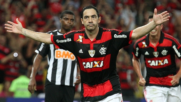 Chicão faz a festa ao anotar o segundo do Flamengo sobre o Atlético-MG