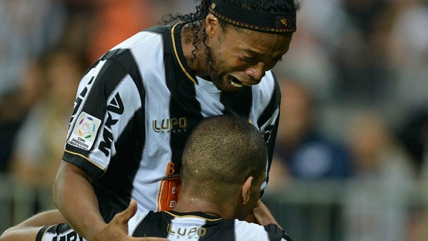 Ronaldinho explode com o gol de Leonardo Silva: campeões da Libertadores