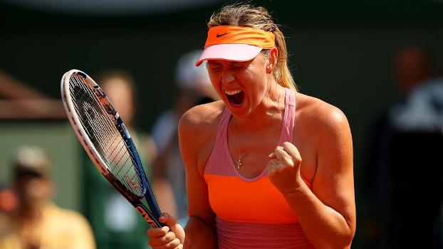 Sharapova comemora ponto na final de Roland Garros
