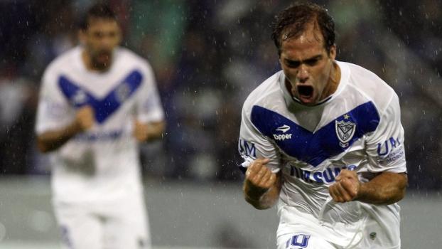 Insúa comemora depois de marcar o primeiro gol da vitória do Vélez