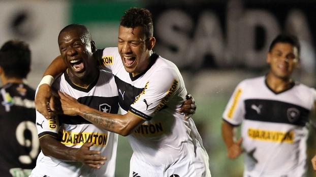 Seedorf comemora o segundo gol do Botafogo contra o Figueirense