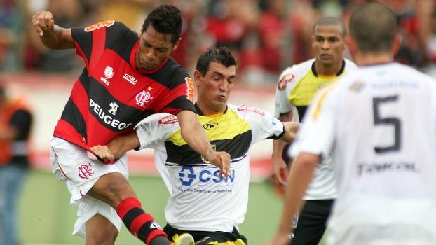 Hernane marca no fim, e Flamengo arranca vitória suada sobre o Volta Redonda