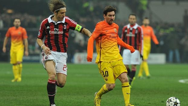 Ambrosini marca Messi no jogo entre Milan e Barcelona pela Champions League