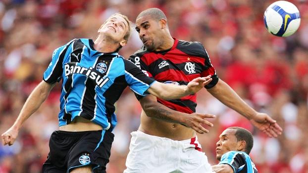 Adriano alega que Flamengo não pagou rescisão contratual