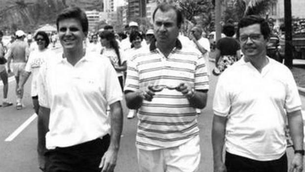 Eduardo Paes (à esq.) como subprefeito da Barra da Tijuca em 1995