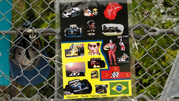 Curva Tamburello, onde Ayrton Senna sofreu acidente fatal, tem fotos do piloto brasileiro