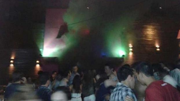 Fumaça saindo da boate: incêndio causou quase 200 mortes em Santa Maria (RS)