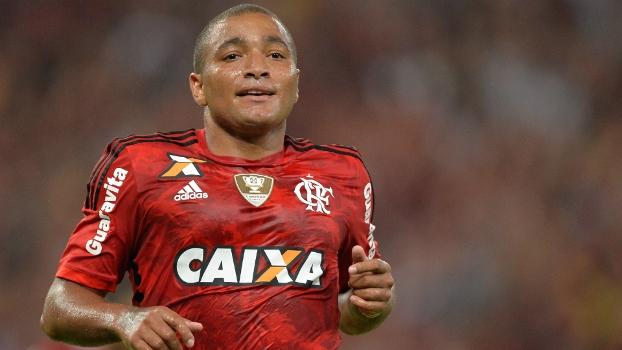 Anderson Pico fez seu primeiro gol com a camisa do Flamengo contra a Chapecoense, seu ex-clube