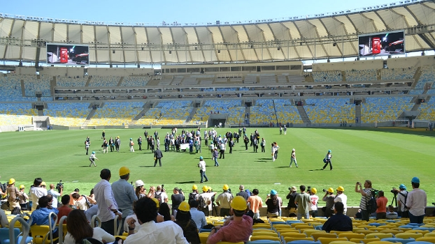 Maracanã deveria receber jogo nesta quarta-feira, mas obras continuam durante visita da Fifa