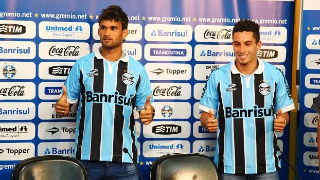 Willian José e Alex Telles foram apresentados oficialmente no Grêmio